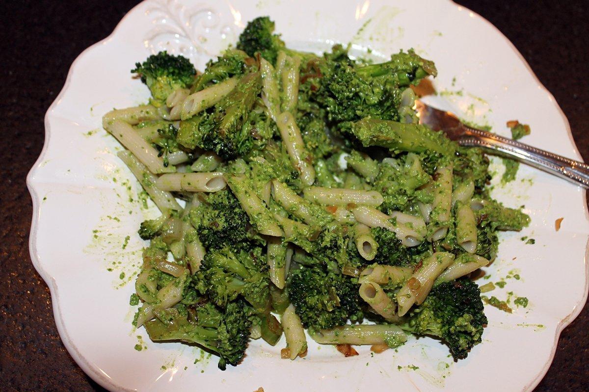 broccoli-pesto-pasta